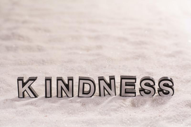 Vriendelijkheidswoord op wit zand royalty-vrije stock fotografie