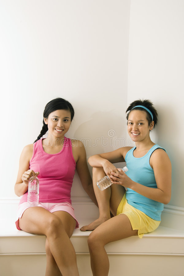 Vrienden bij gymnastiek royalty-vrije stock foto's