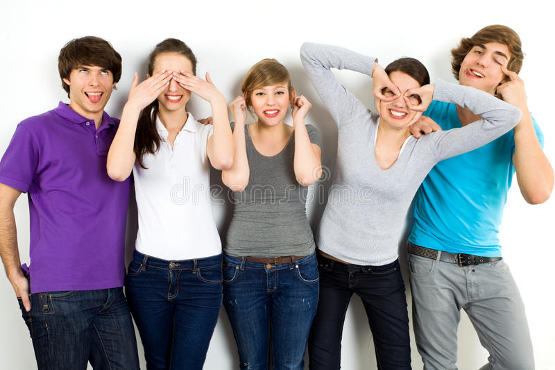 Vrienden die gezichten maken royalty-vrije stock fotografie