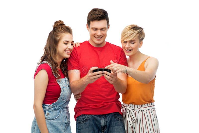 Vrienden met smartphone over witte achtergrond stock afbeelding