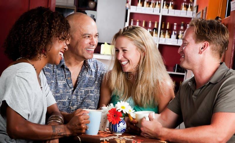 Vrienden op een Algemene Vergadering van de Koffie stock fotografie
