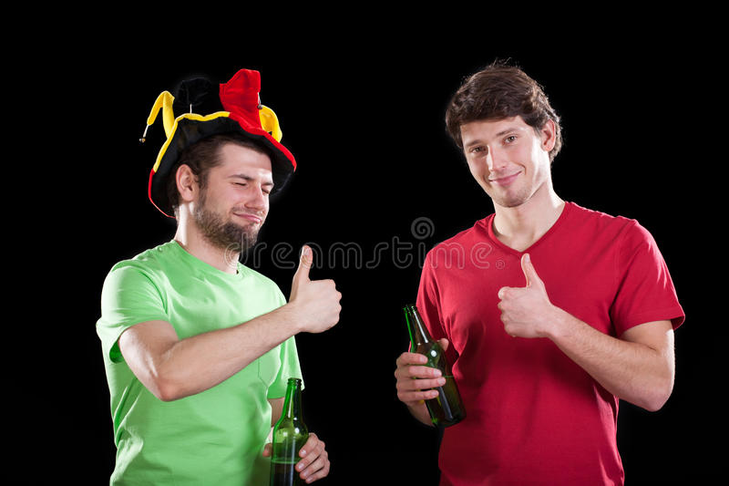 Vrienden vóór voetbalwedstrijd royalty-vrije stock foto