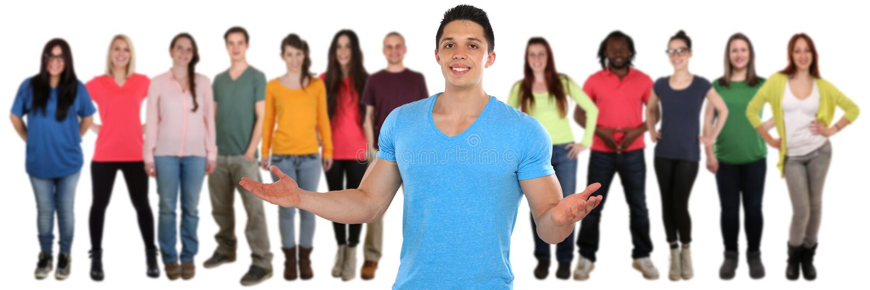 Vriendengroep jongeren sociale die media op wit worden geïsoleerd stock foto's