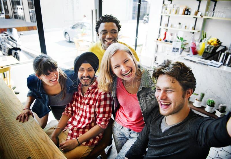 Vriendschap die het Glimlachen het Concept van Geluksnoepjes eten royalty-vrije stock foto's