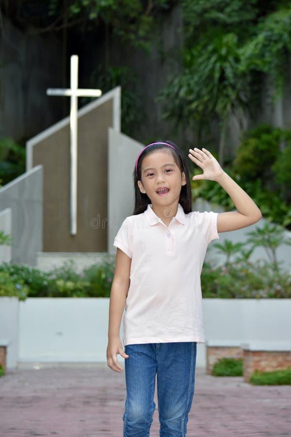 Vriendschappelijke Aziatische Persoon bij Kerk stock afbeelding