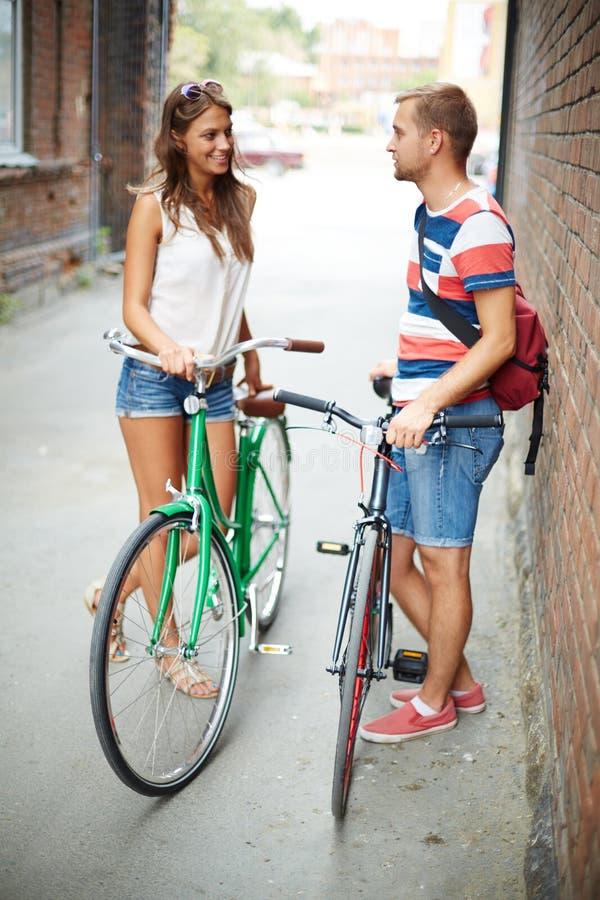 Vriendschappelijke fietsers royalty-vrije stock foto