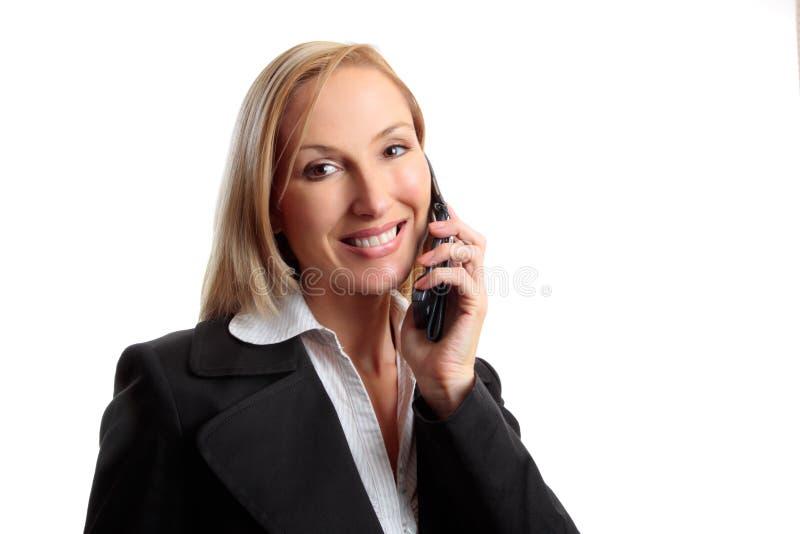 Vriendschappelijke vrouw op telefoongesprek stock foto