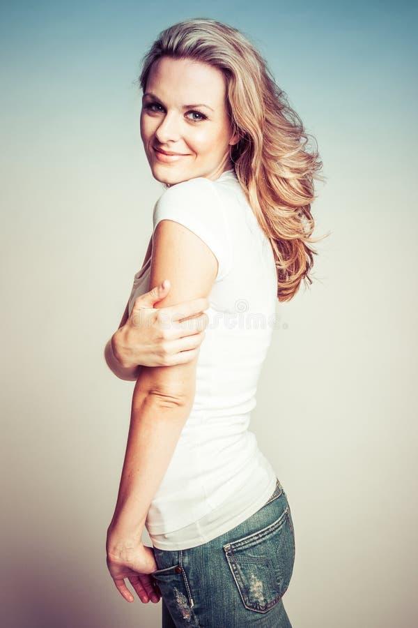 Vrij blonde vrouw stock foto