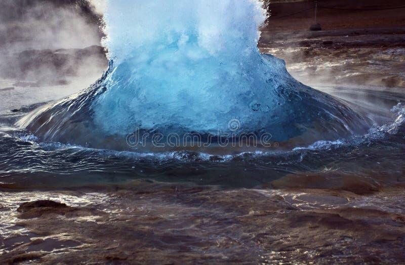 Vrij breken, Strokkur die, Geysir, IJsland losbarsten royalty-vrije stock afbeelding