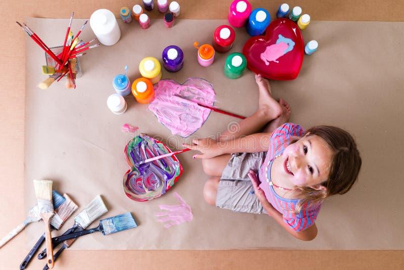 Vrij creatieve meisjekunstenaar royalty-vrije stock afbeelding