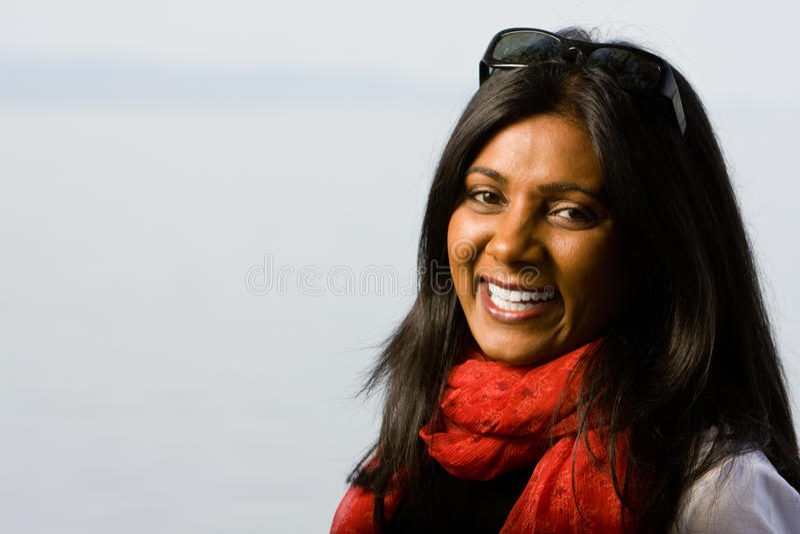 Vrij het Indische meisje glimlachen royalty-vrije stock foto