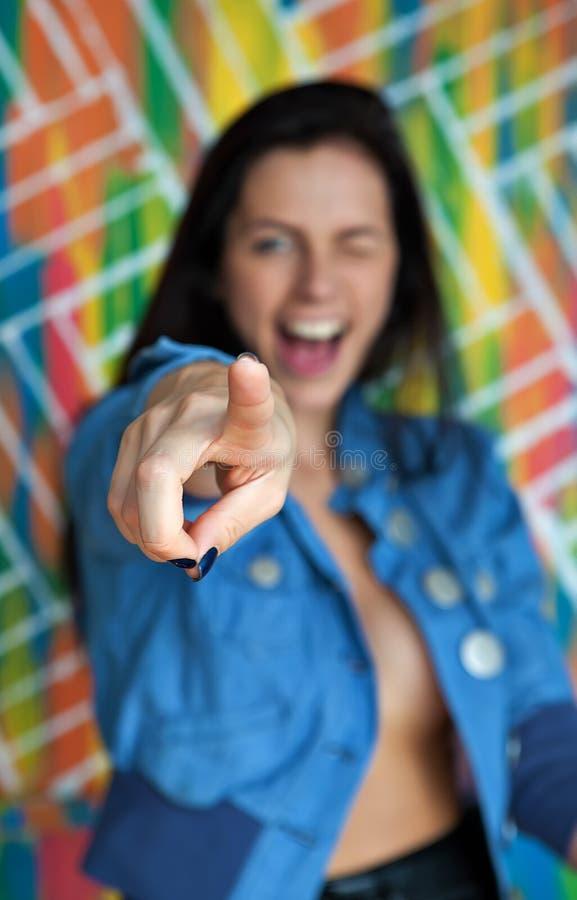 Vrij jong vrouwenpunt bij u stock foto's