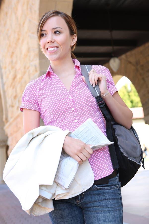 Vrij Jonge Vrouw bij Universiteit stock foto