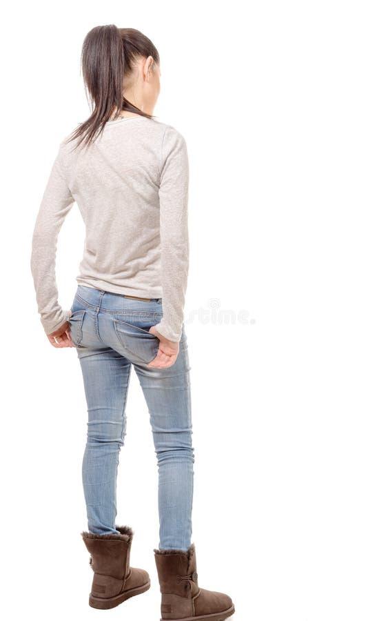 Vrij jonge vrouw die zich op witte achtergrond, achtermening bevinden royalty-vrije stock foto