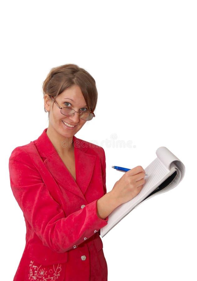 Vrij jonge vrouw in rood met notitieboekje royalty-vrije stock foto