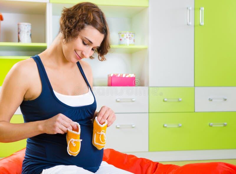 Vrij jonge zwangere vrouw royalty-vrije stock foto's
