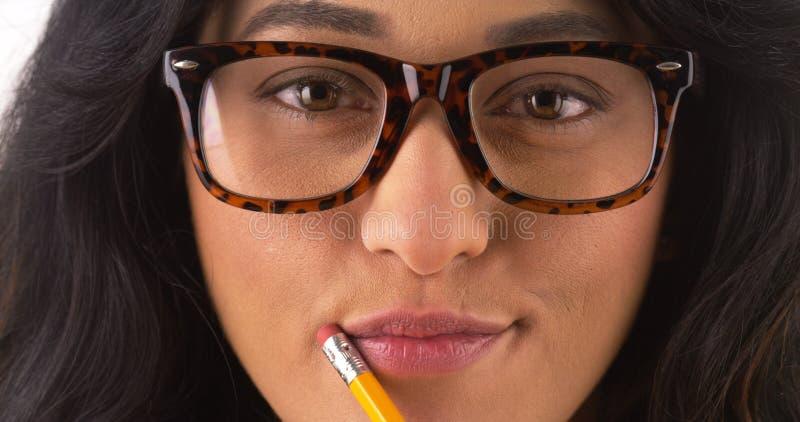 Vrij Mexicaanse vrouw die glazen draagt royalty-vrije stock fotografie