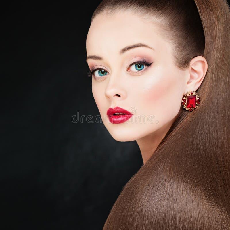 Vrij ModelWoman met Lange Gezonde Vlotte Haar en Makeu stock afbeeldingen