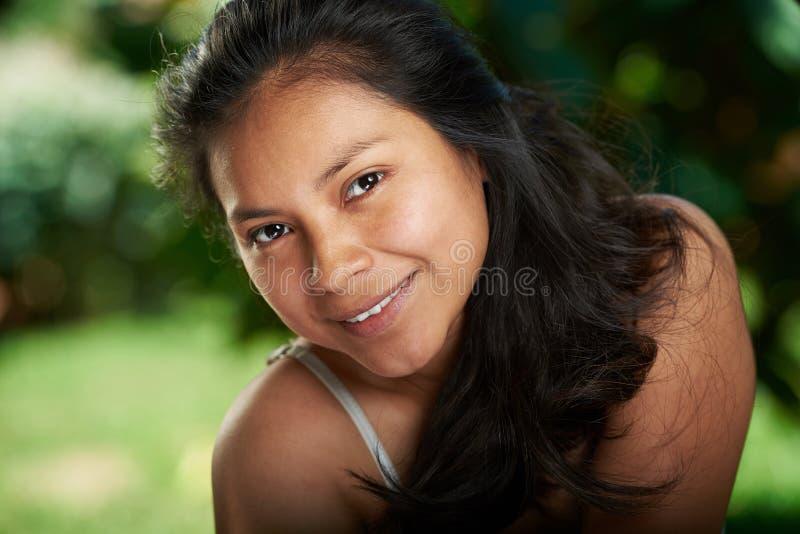 Vrij natuurlijk portret van Spaans meisje royalty-vrije stock foto