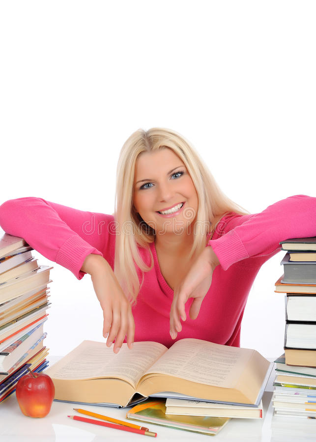 Vrij slimme vrouw met veel boekenstudie stock foto's