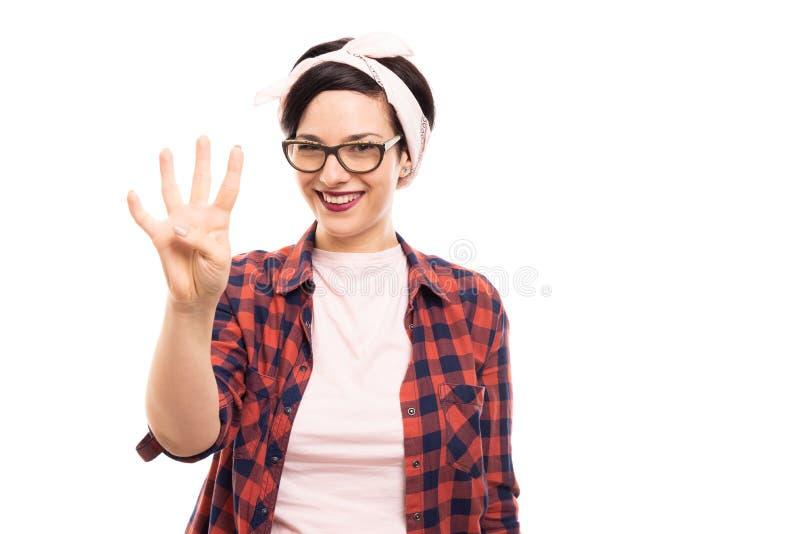 Vrij speld-op meisje die glazen dragen die nummer vier met fing tonen stock afbeelding