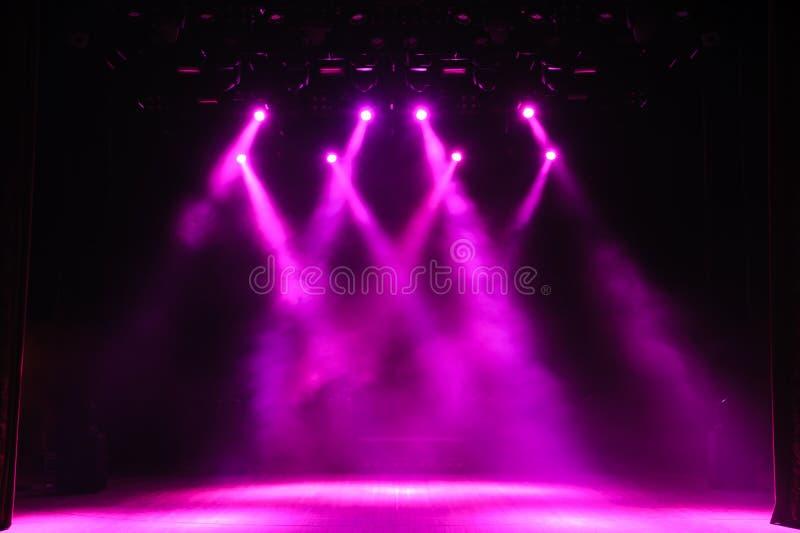 Vrij stadium met lichten, verlichtingsinrichtingen Achtergrond royalty-vrije stock foto