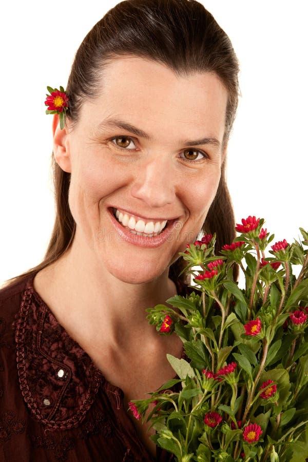 Vrij Volwassen Vrouw met Bloemen royalty-vrije stock fotografie