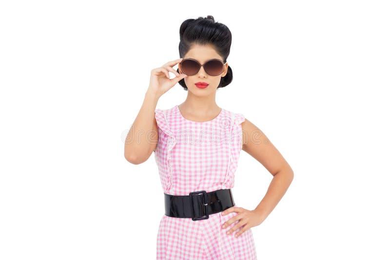 Vrij zwarte haar model dragende zonnebril stock afbeeldingen