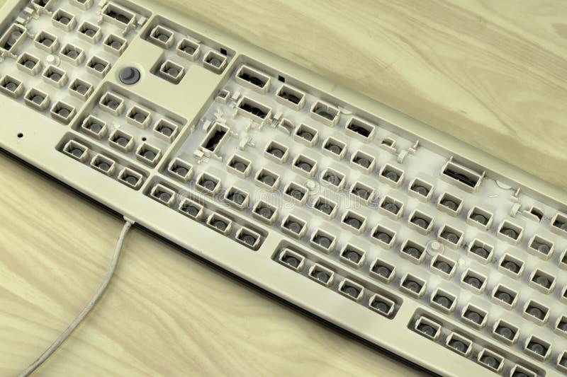 Vrijheid van toespraak, censuur en verboden op Internet, een computertoetsenbord zonder sleutels stock afbeelding