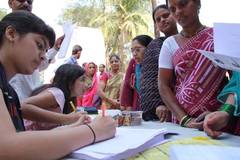 Vrijwilligershulpgemeenschap stock afbeelding