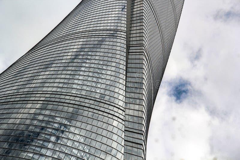 Vrillage de la façade de la tour de Changhaï photos libres de droits