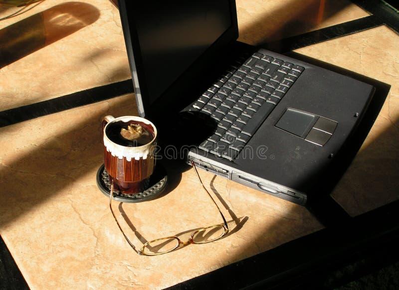 Download Vroeg het werken stock foto. Afbeelding bestaande uit laptop - 44490