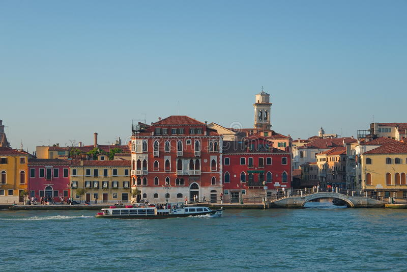 Vroege avond met zonsondergang in verbazend Venetië, Italië, de zomertijd royalty-vrije stock afbeelding
