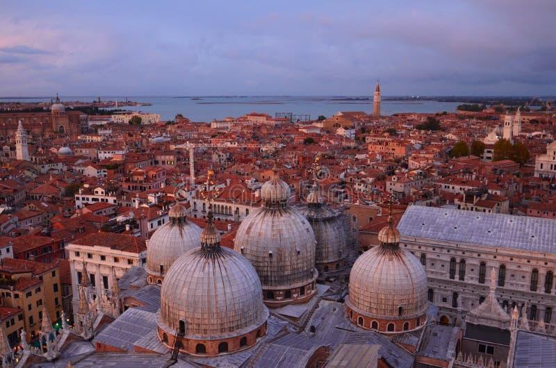 Vroege avondhemel over Venetië royalty-vrije stock afbeelding