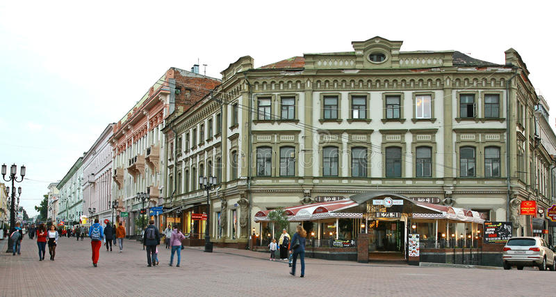 Vroege de herfstavond in Bolshaya Pokrovskaya stock fotografie