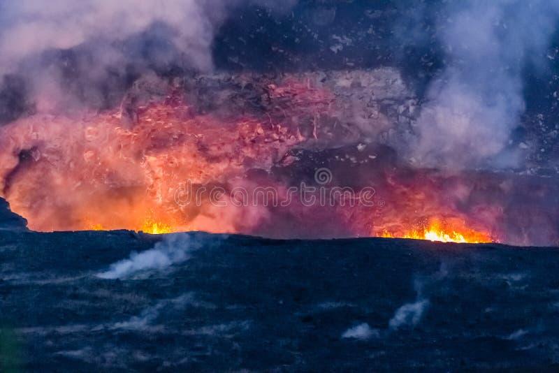"""Vroege die avond van twee geothermische openingen van lauea van KiÌ wordt geschoten """"volcano_ royalty-vrije stock afbeelding"""