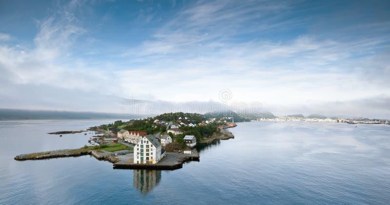 Vroege ochtend in Alesund (Noorwegen) royalty-vrije stock fotografie