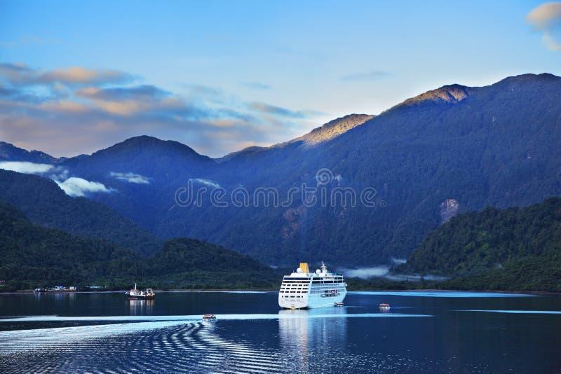 Vroege ochtend in de Chileense fjord royalty-vrije stock afbeeldingen