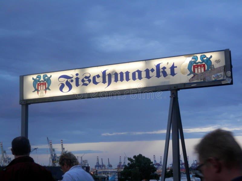 Vroege ochtend in de Vissenmarkt van Hamburg stock fotografie