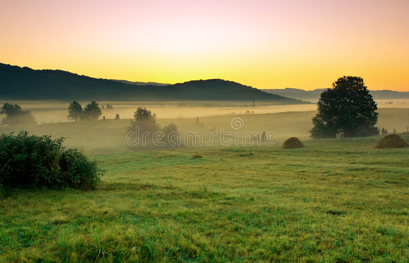 Vroege ochtend in het dorp stock foto