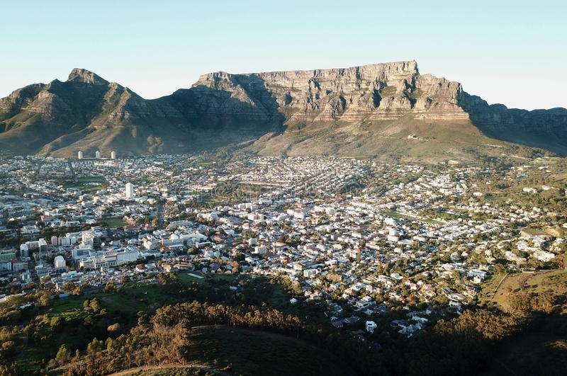 Vroege ochtend luchtmening van Lijstberg, Cape Town, Zuid-Afrika stock fotografie
