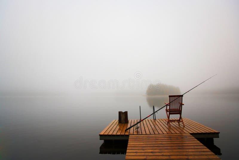 Vroege ochtend op het meer stock afbeelding