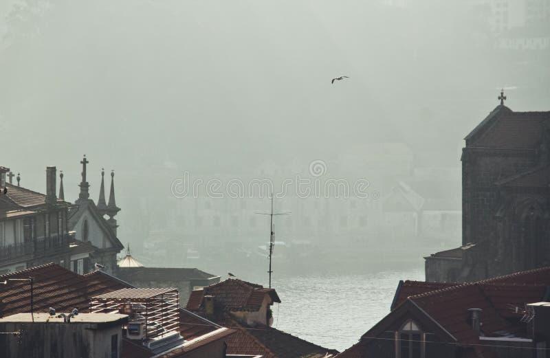 Vroege ochtend over de oude stad stock afbeelding