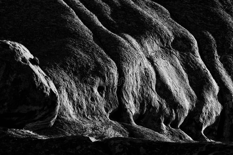 Vroege ochtendmening van rotsen in Ameib, Namibië zwart-wit royalty-vrije stock afbeeldingen