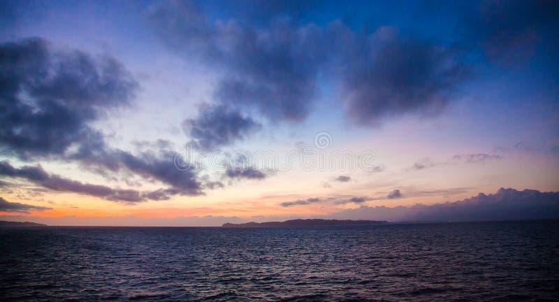 Vroege ochtendzonsopgang stock foto's
