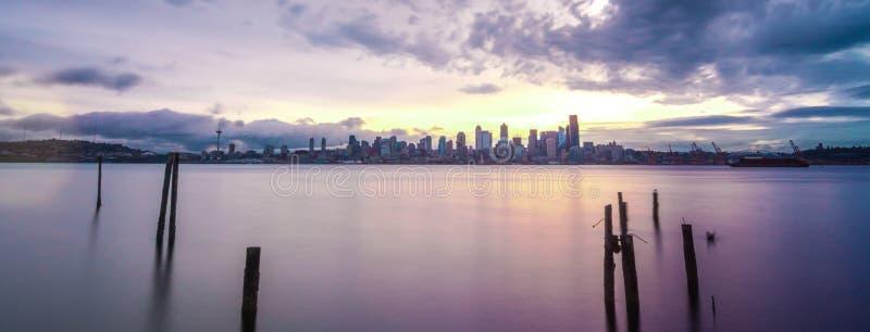 Vroege ochtendzonsopgang in Seattle Washington stock afbeeldingen