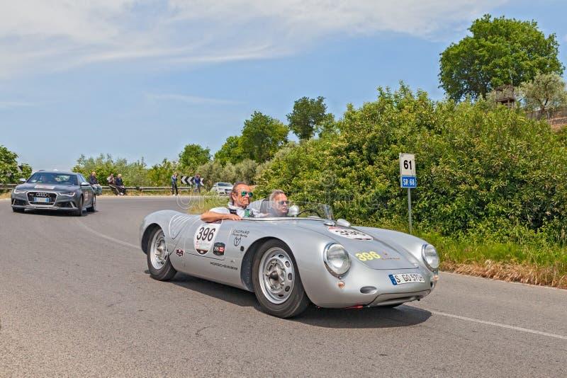 Vroegere F1 bestuurder Jacky Ickx in historisch ras Mille Miglia 2014 royalty-vrije stock foto's