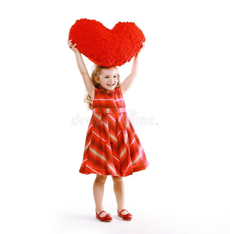 Vrolijk charmerend weinig krullend meisje in een kleding stock fotografie