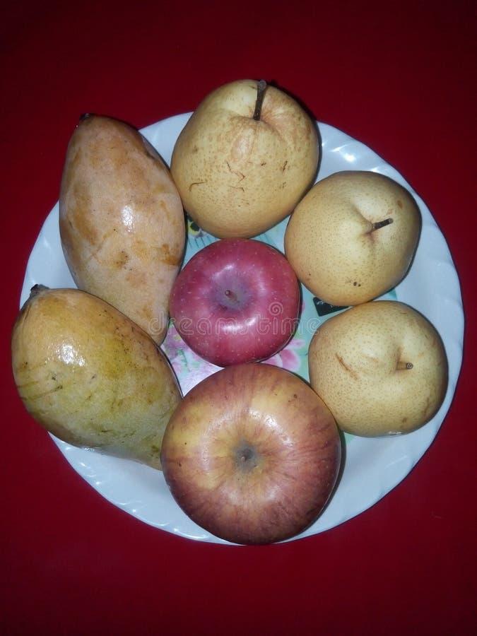 Vrolijk fruit, gemengde vruchten stock afbeeldingen