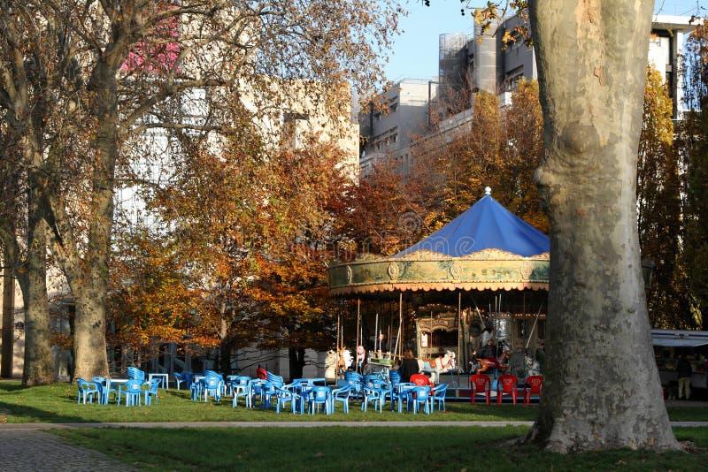 Vrolijk-gaan-rond in het park van Bercy royalty-vrije stock fotografie